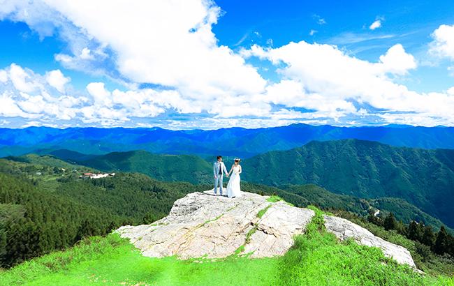 DE & Co. Decollte Wedding Photography in Japan. A Japanese Wedding Photo Studio. | 德可莉日本專業婚紗攝影 | Osaka | 大阪 | Waltz with Highland | 高原上的華爾茲