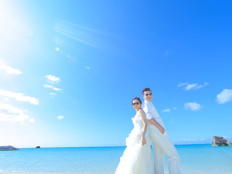 DE & Co. Decollte Wedding Photography in Japan. A Japanese Wedding Photo Studio. | 德可莉日本專業婚紗攝影 | Okinawa | 沖繩 | Sup Board x Wedding Photo