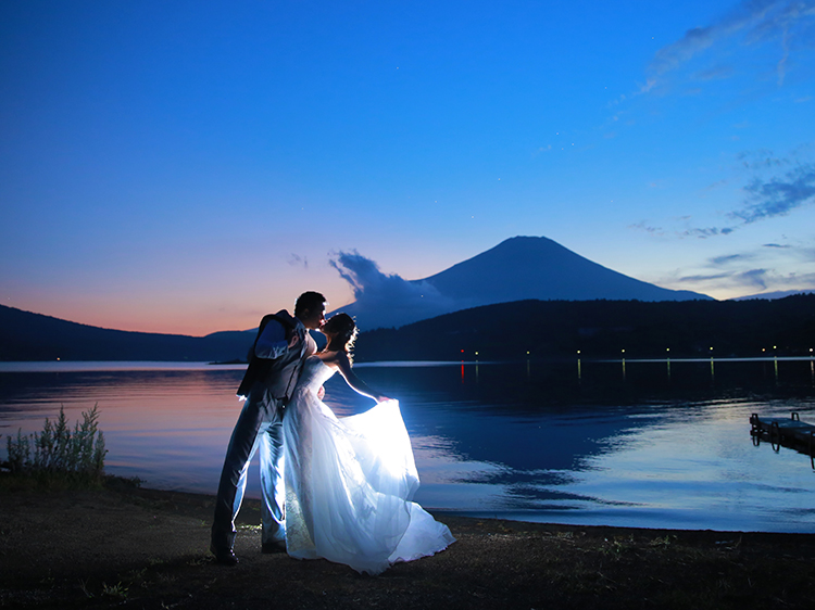 DE & Co. Decollte Wedding Photography in Japan. A Japanese Wedding Photo Studio. | 德可莉日本專業婚紗攝影 | Mt. Fuji | 富士山 | A Fairy-tale | 童話愛情